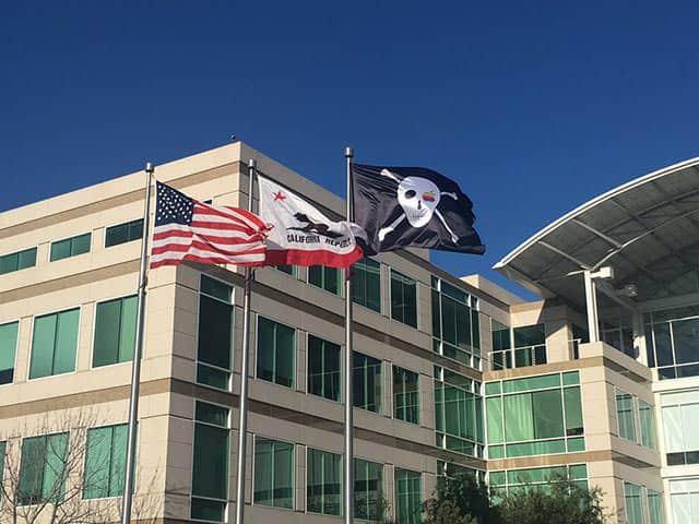 Apple設立40周年!本社キャンパスに思い出の海賊旗が!