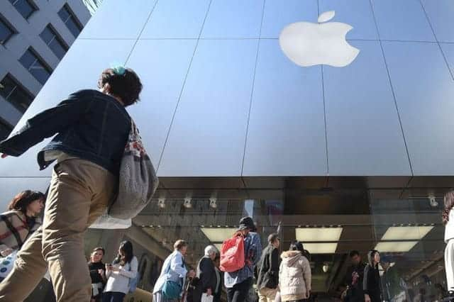 iPhone性能抑制問題で調査に対応