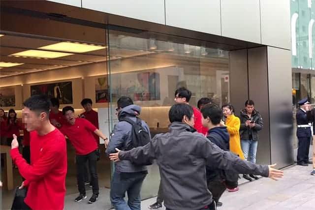 Apple初売りで銀座に約180人が行列