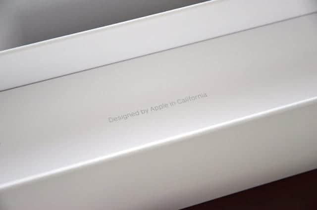 おなじみのDesigned by Apple in California