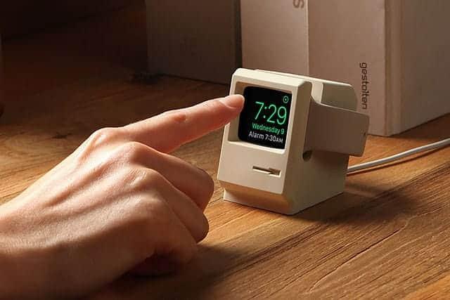 こりゃ可愛い!初代Macintosh型のApple Watchスタンド 使わなくなったApple Watchもディスプレイできる