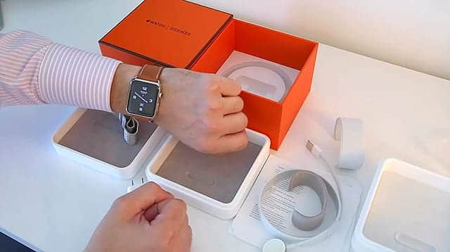 Apple Watch Hermes 手につけたらこんな感じ