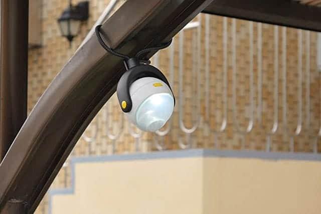 2,000円で格安防犯対策!どこでも手軽に取り付けられる『LEDどこでもセンサーライト』が評判良すぎ