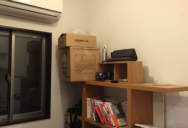 本棚の上にあった段ボールはギリギリセーフ