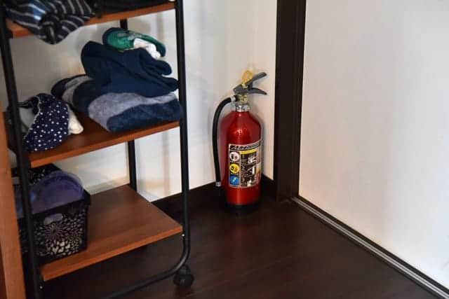 キッチンに近い部屋の隅に設置
