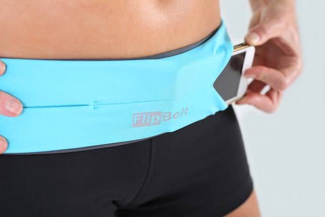 ジョギング中にポケットでブラブラするiPhoneはFlipBeltで解決!腰にぴったりフィットするスリット型ポーチ。