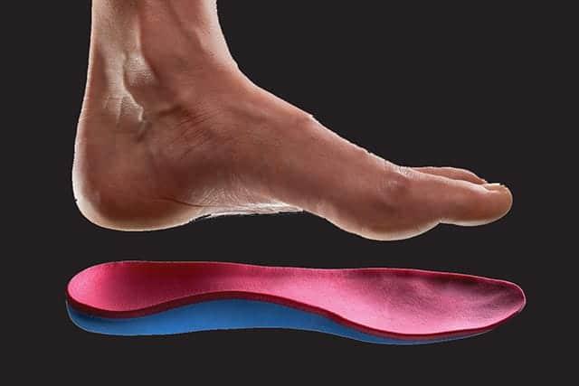 朝起きた時の歩き始めにアキレス腱が痛む…ジョギングによる足への負担を減らすためインソールを変えてみた。