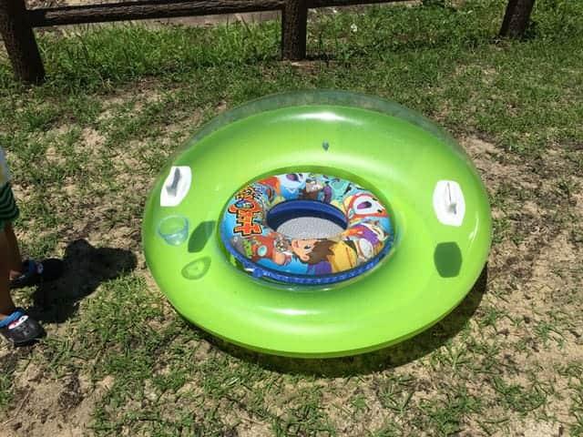 浮き輪とフローティングラウンジ