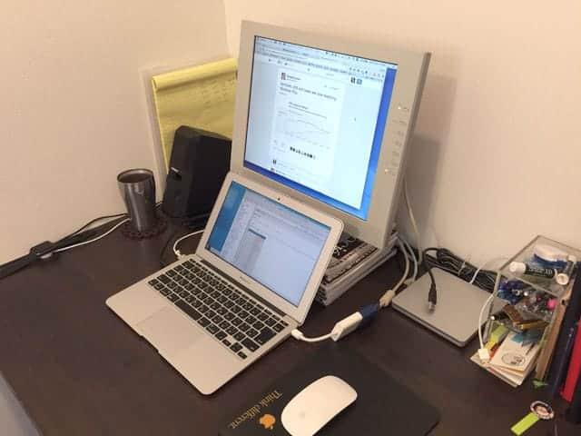 iMacがないデスクはこんなことになりました。