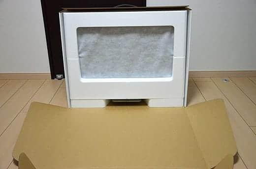 極薄iMac27インチ 箱は手前に開きます。