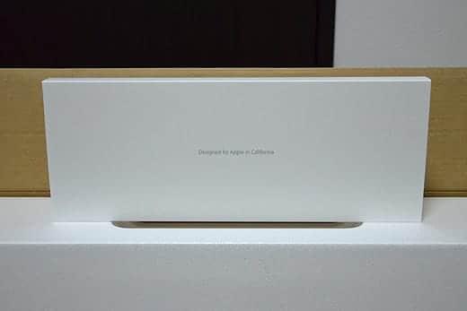 極薄iMac27インチ 上部のアクセサリーボックスを取り出す