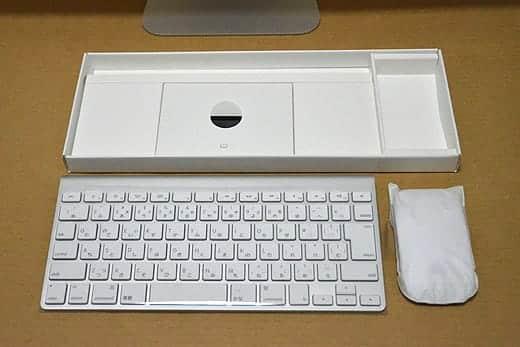 極薄iMac27インチ アクセサリーボックス キーボードとマウスを取り出す