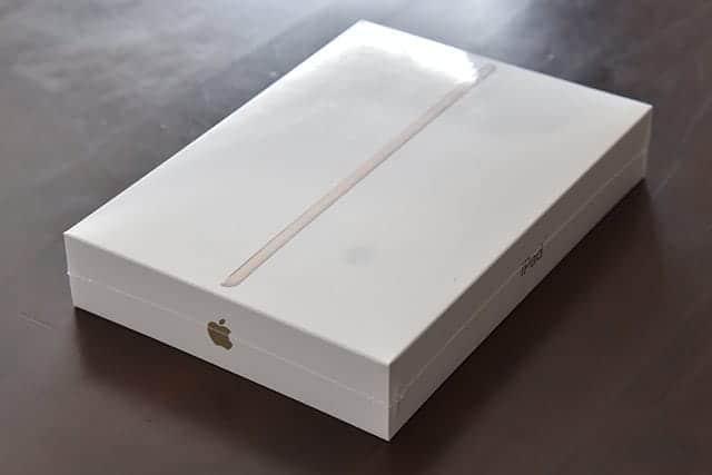 シンプルなiPadのパッケージ