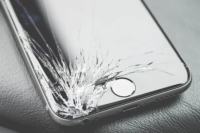 au ソフトバンク ドコモ、各iPhoneのガラス割れ修理価格と連絡先まとめ