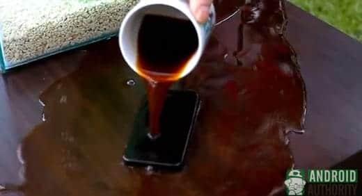 iPhone 5にコーヒーをこぼしたら...