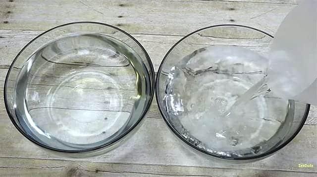 iPhone 6s 防水動画 洗面器に水をたっぷりと注ぎます。