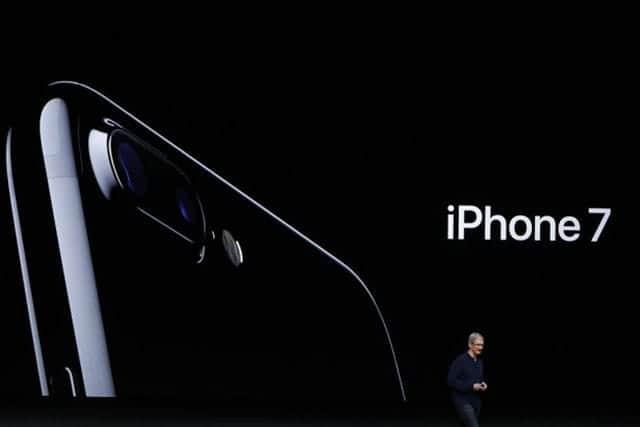 iPhone 7が発火、米10代女性が現場ビデオ投稿