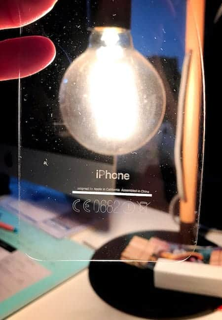 注意!iPhone 7 ジェットブラックの塗装は保護フィルムに丸写り