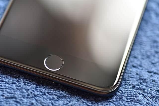 iPhone 7 ジェットブラックの前面下