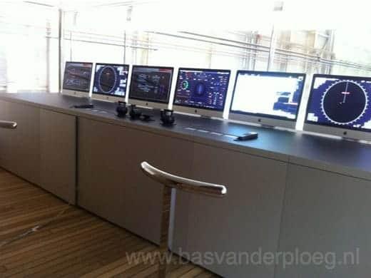 ジョブズがデザインした船 Venus iMacがずらり
