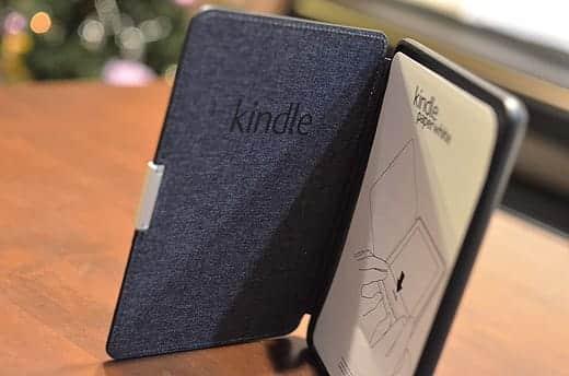 Kindle Paperwhite レザーカバー 開いたところ