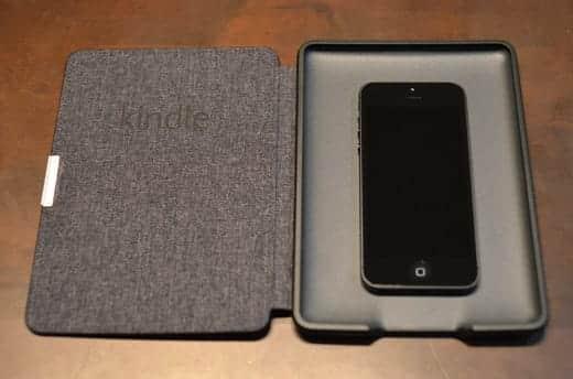 Kindle Paperwhite レザーカバー iPhone5を入れてみた