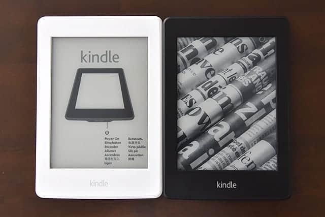 左が第7世代マンガモデル 右が第5世代のKindle Paperwhite