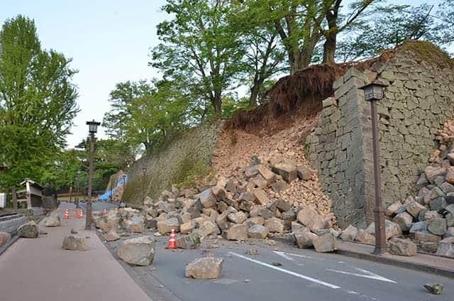 百間石垣 新たな崩落がいくつもできてました。