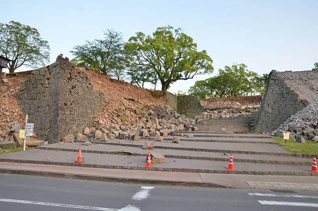 二ノ丸御門跡の石垣も崩落