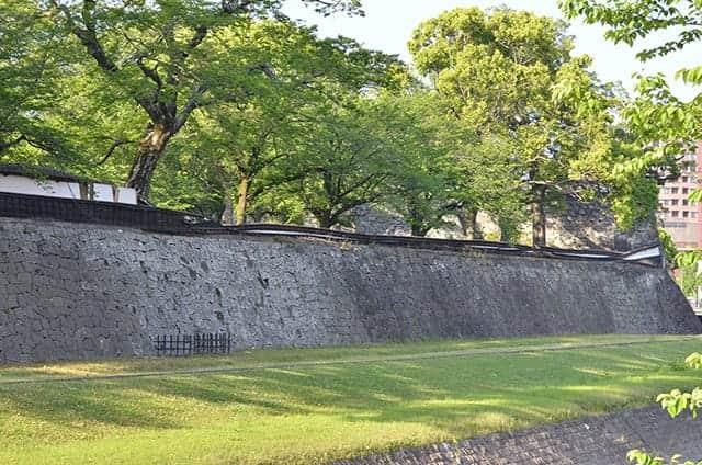 熊本城の長塀も崩壊
