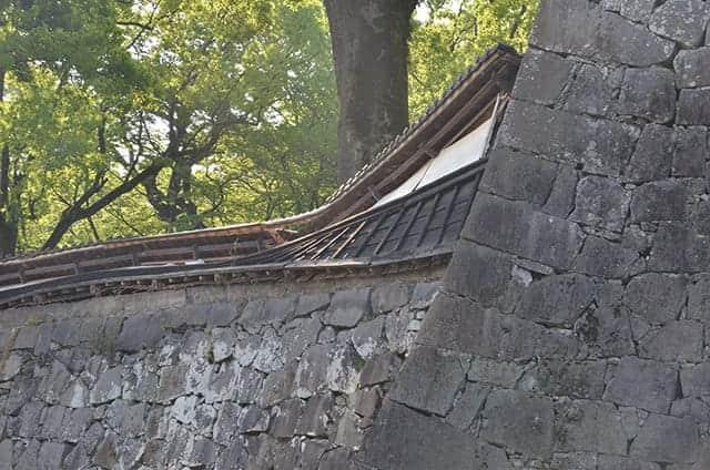 崩壊した長塀