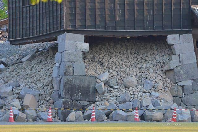 西大手御門の土台の石垣