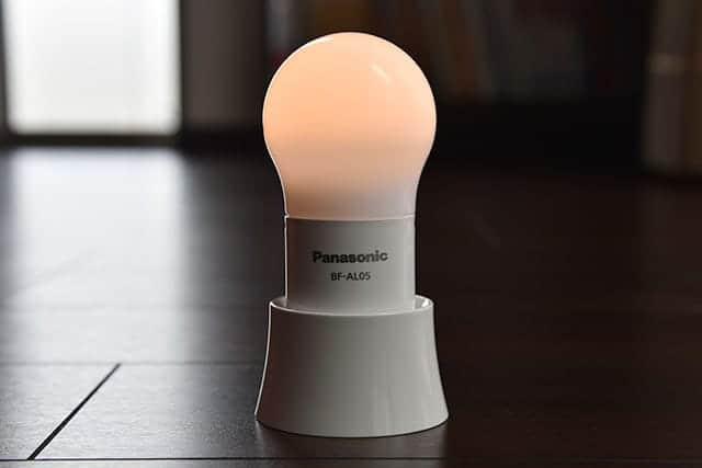 夜中の授乳・おむつ替え・子供の布団チェックに便利なLED球ランタン 災害時にも懐中電灯として使える!