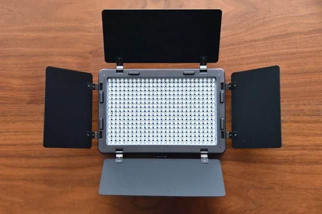 LED本体についてる反射板を広げた状態