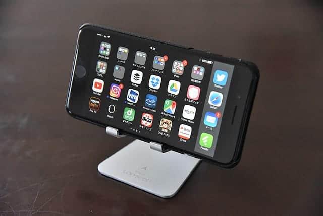 Nintendo Switchも乗せて充電できるLomicallのスマホスタンドが便利!iPhoneのスタンドにもぴったり。