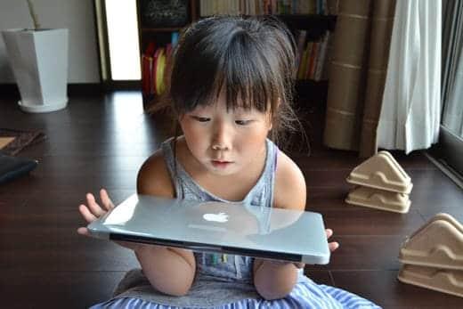 MacBook Air 11インチ 開封写真 娘もビックリ!