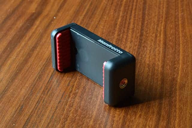 マンフロットのスマートフォン用三脚アダプター 底面