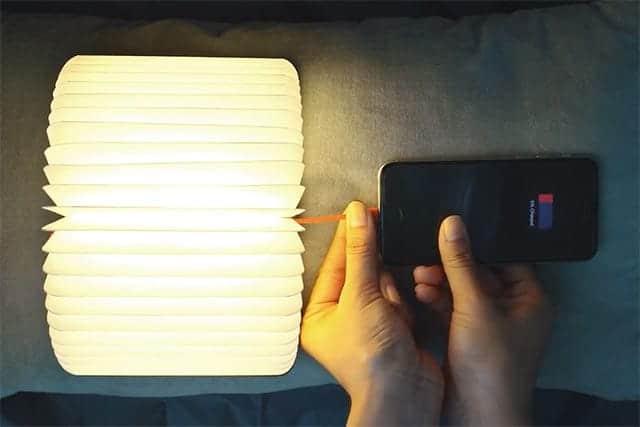 逃げ恥の照明が小さくなってiPhoneも充電できるようになったmini Lumio+