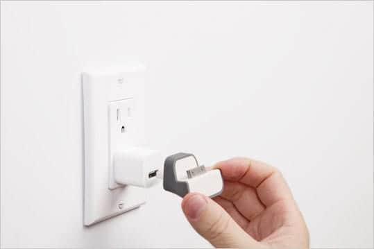 Minidock 壁のコンセントに直接差し込むだけで簡単に充電できる