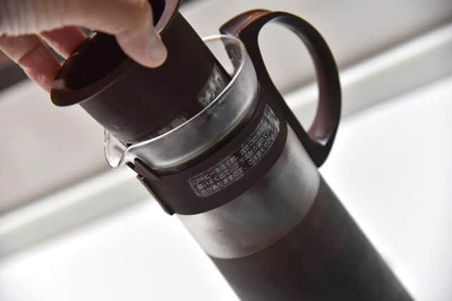 8時間経過後、ストレーナーを外したら水出しコーヒーの出来上がり