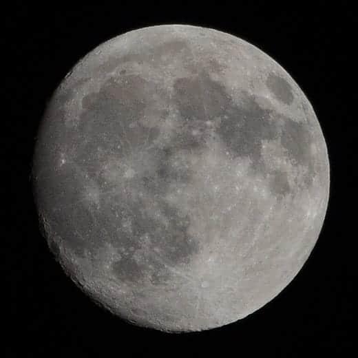 月をもうちょっと拡大