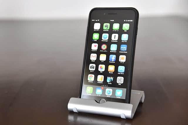 iPhoneがスマートに立てられた