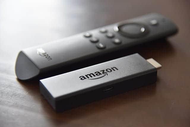 新FireTVstick(ファイヤーテレビスティック)レビュー!動作サクサク!音声検索が意外と使える。Wi-Fi必須!