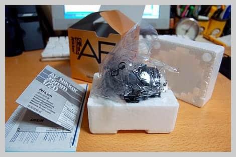 Ai AF Nikkor 35mm F2D 箱の中身