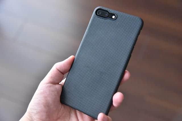 マジで買ってよかった。薄くて軽くて強い防弾チョッキの素材を使ったiPhoneケース購入1ヶ月の再レビュー