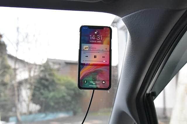 Qi対応でワイヤレス充電もできるマグネット式車載スマートフォン ホルダー【ゲルタイプ使用レビュー】