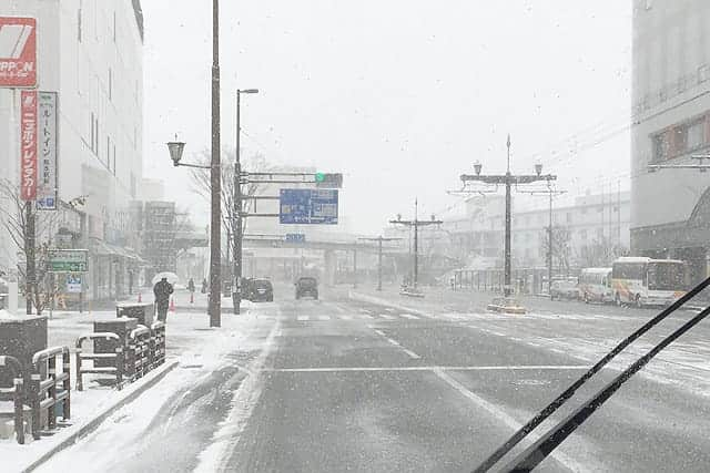 もしもの大雪に準備しておきたい高評価の車用チェーン3種(非金属・金属・布)。スリップ事故を起こす前に。