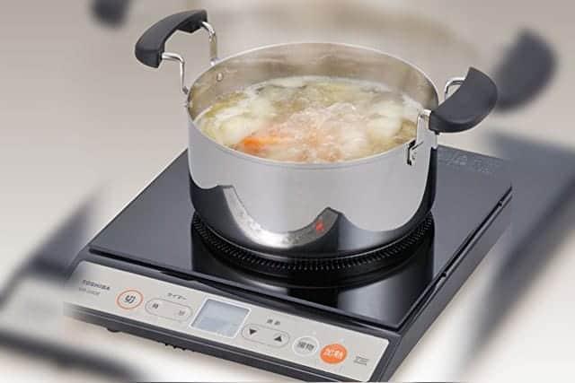 シャトルシェフ 調理鍋で具材を煮込む