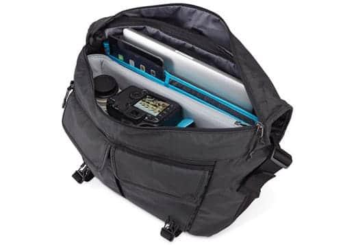 Thule Covert DSLR Messenger Bag 中身