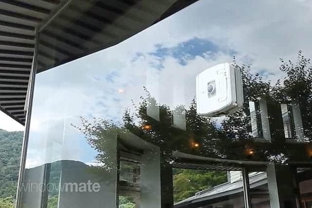大きなガラス窓の拭き掃除に最適!窓掃除ロボット『ウインドウメイト』永久磁石で落下なし
